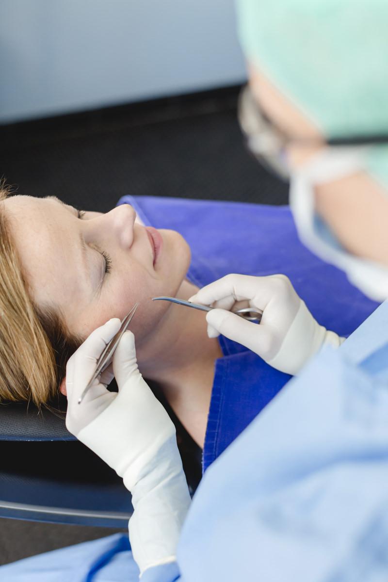Foto Eingriff plastische Chirurgie im Gesicht