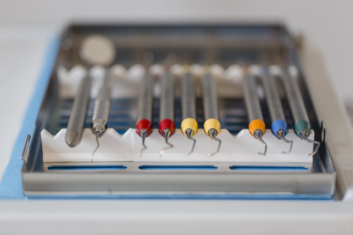 Foto des Zahnarztbestecks einer Zahnarzt Praxis