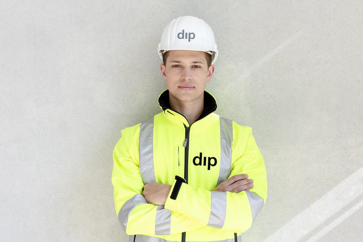 Mitarbeiterportrait als Teil der Industriefotografie für das Bauunternehmen dip