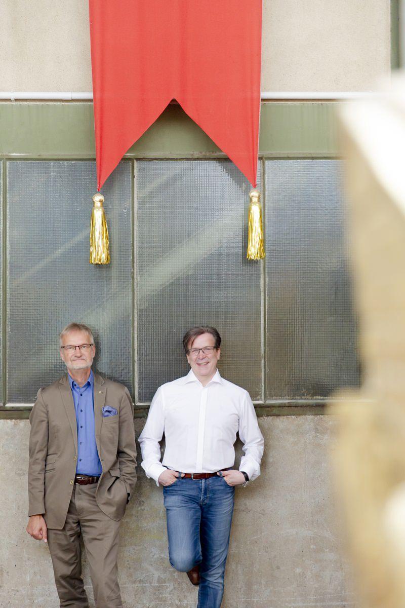 Portraitfoto von Christoph Kuckelkorn und Prof. Hans-Georg Bögner für das Klaaf Magazin
