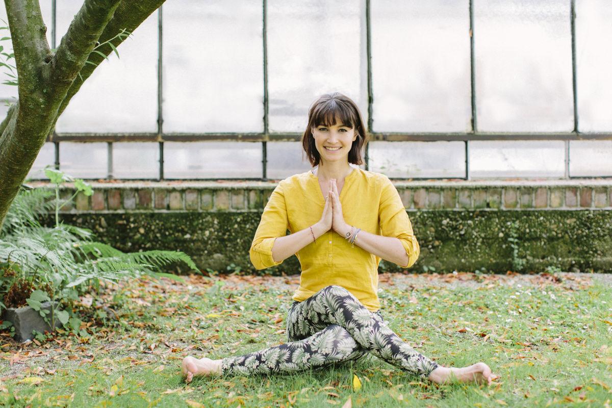 Portrait von Yogalehrerin Wanda Badwal | fotografiert von Yogafotografin Hanna Witte