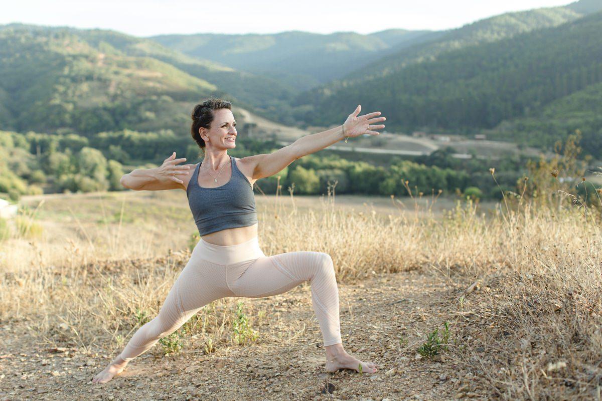 Foto einer Teilnehmerin eines Yoga Retreat in Portugal