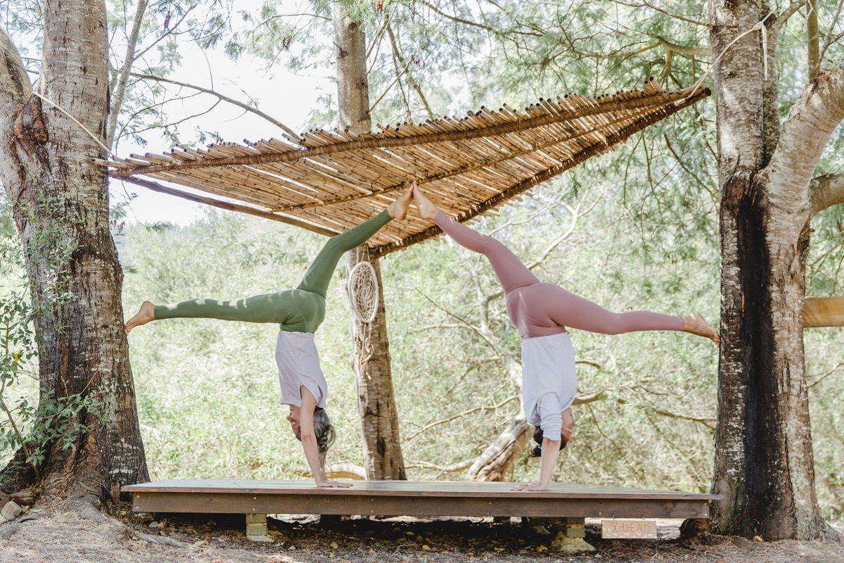 Foto einer Yoga Übung bei einem Yoga Retreat in Portugal