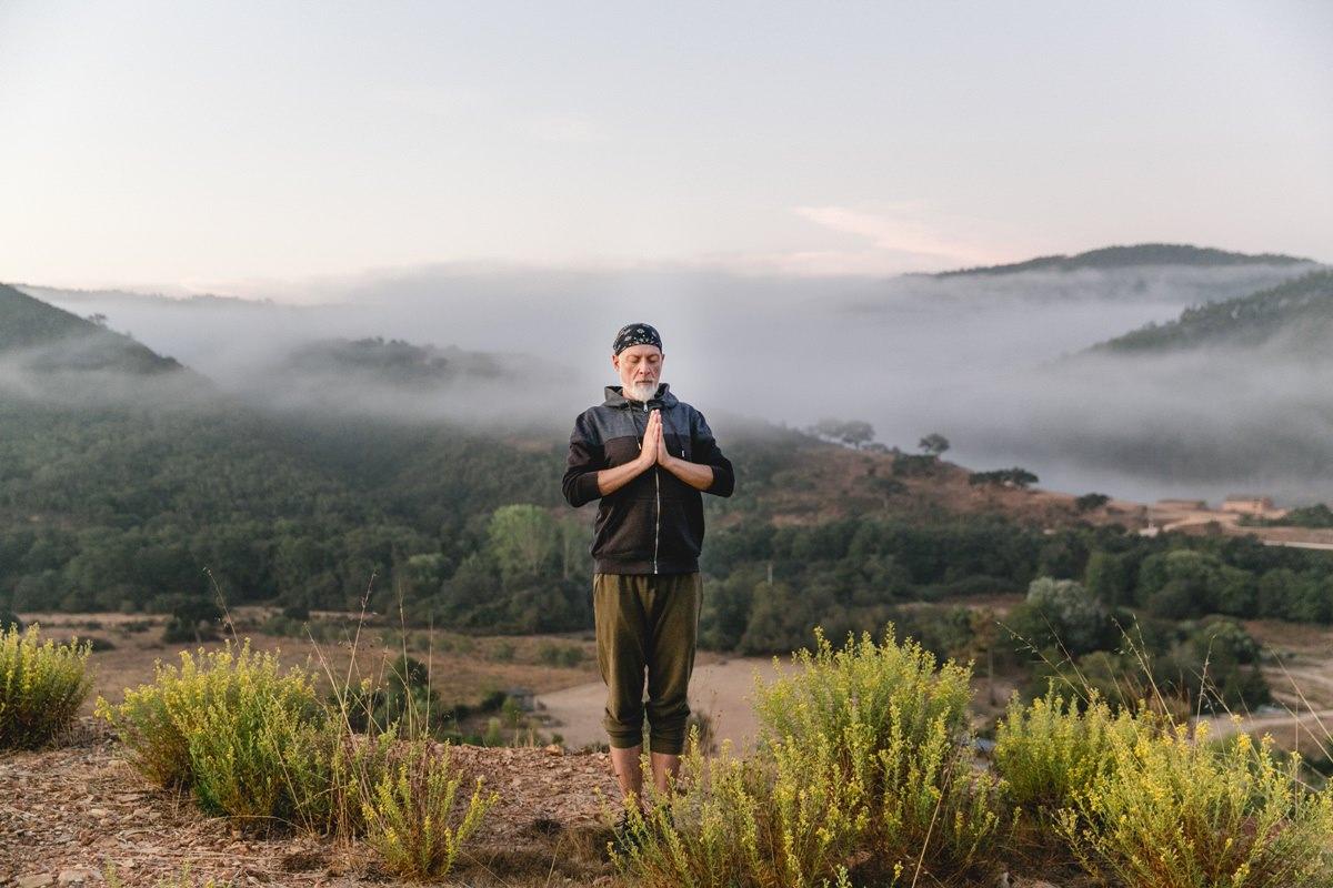 Yoga Portrait in der Natur von Portugal