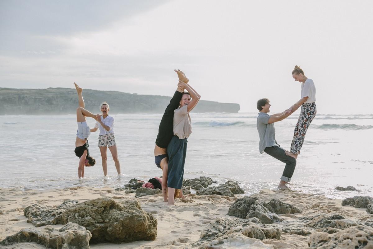 Foto von Yoga Übungen am Strand von Portugal