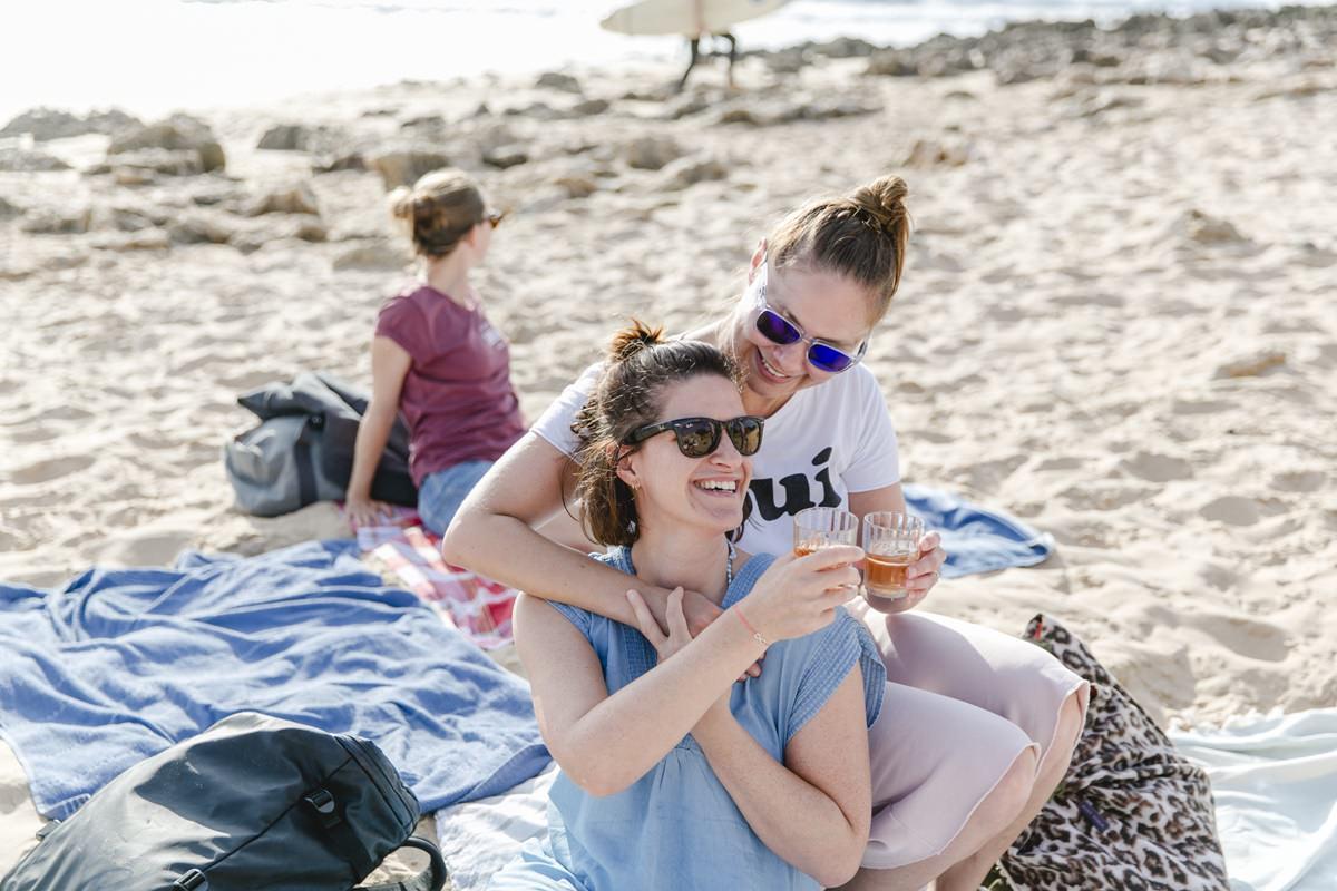 Foto von glücklichen Teilnehmern eines Yoga Retreat in Portugal