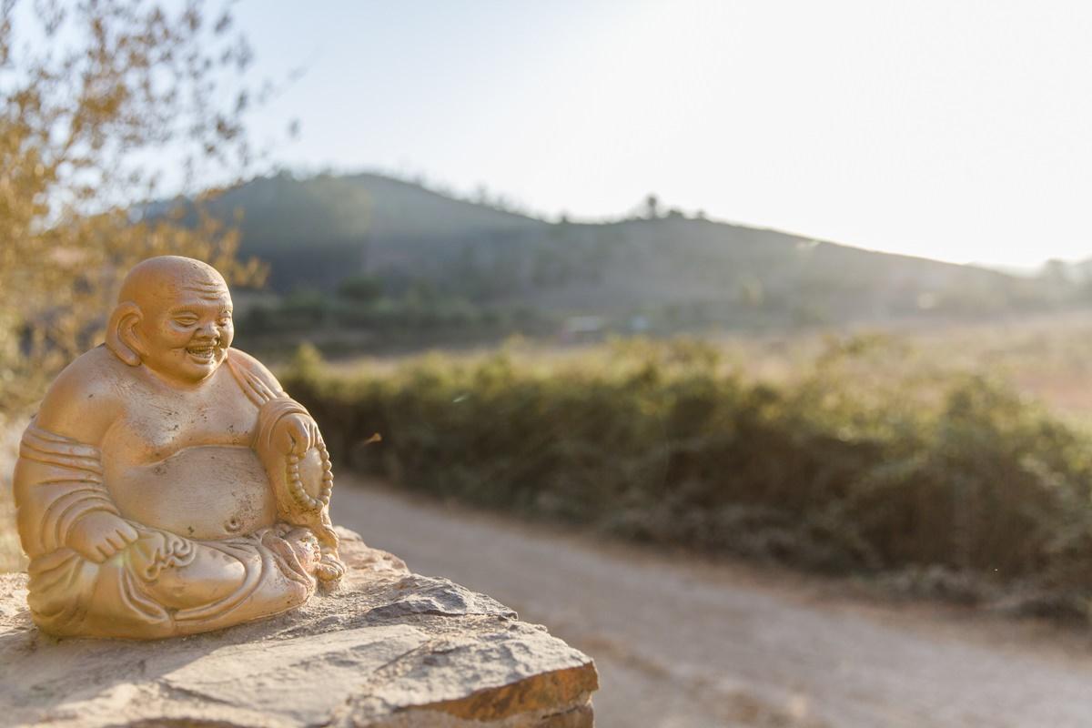 Foto einer Buddha Statue bei einem Yoga Retreat in Portugal