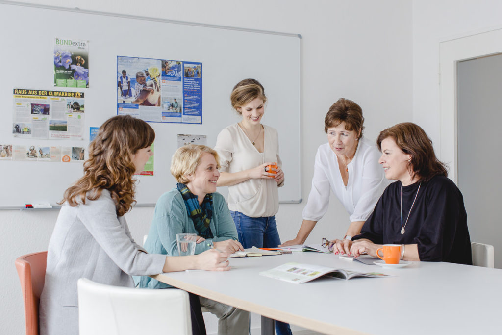Teambesprechung in der Fundraising Agentur fundango