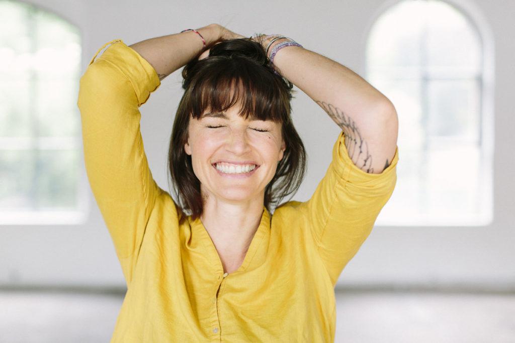 Portraitfoto von Yogalehrerin Wanda Badwal