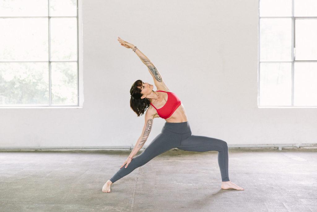 Wanda Badwal bei einem Yoga Asana