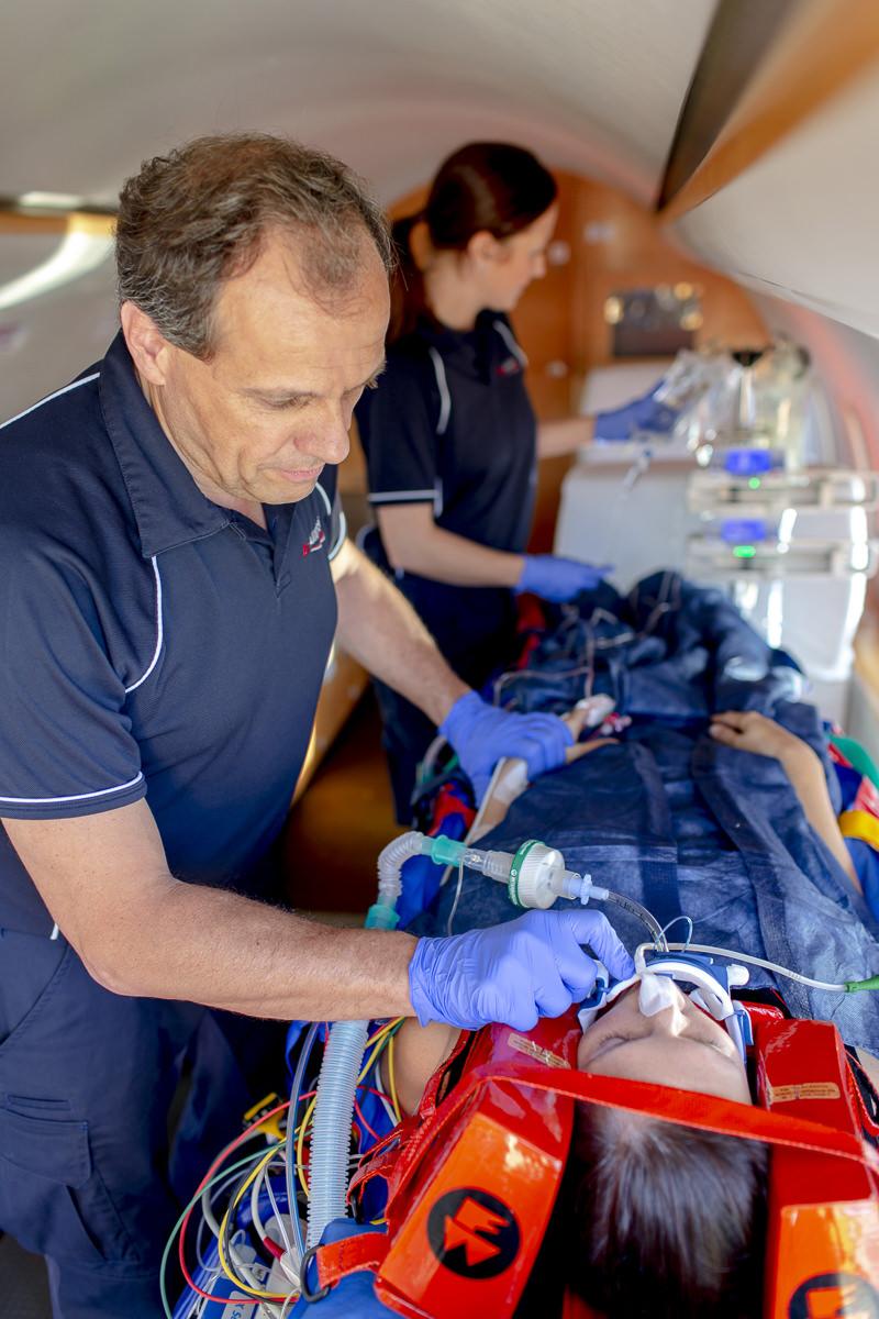 Corporate Foto eines medizinischen Transports der Firma Air Alliance Medflight GmbH | fotografiert von Hanna Witte