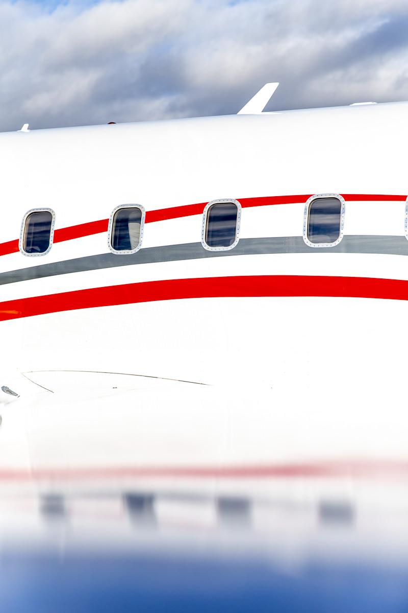Corporate Foto der Außenansicht eines Ambulanzflugzeuges der Firma Air Alliance Medflight GmbH | fotografiert von Hanna Witte