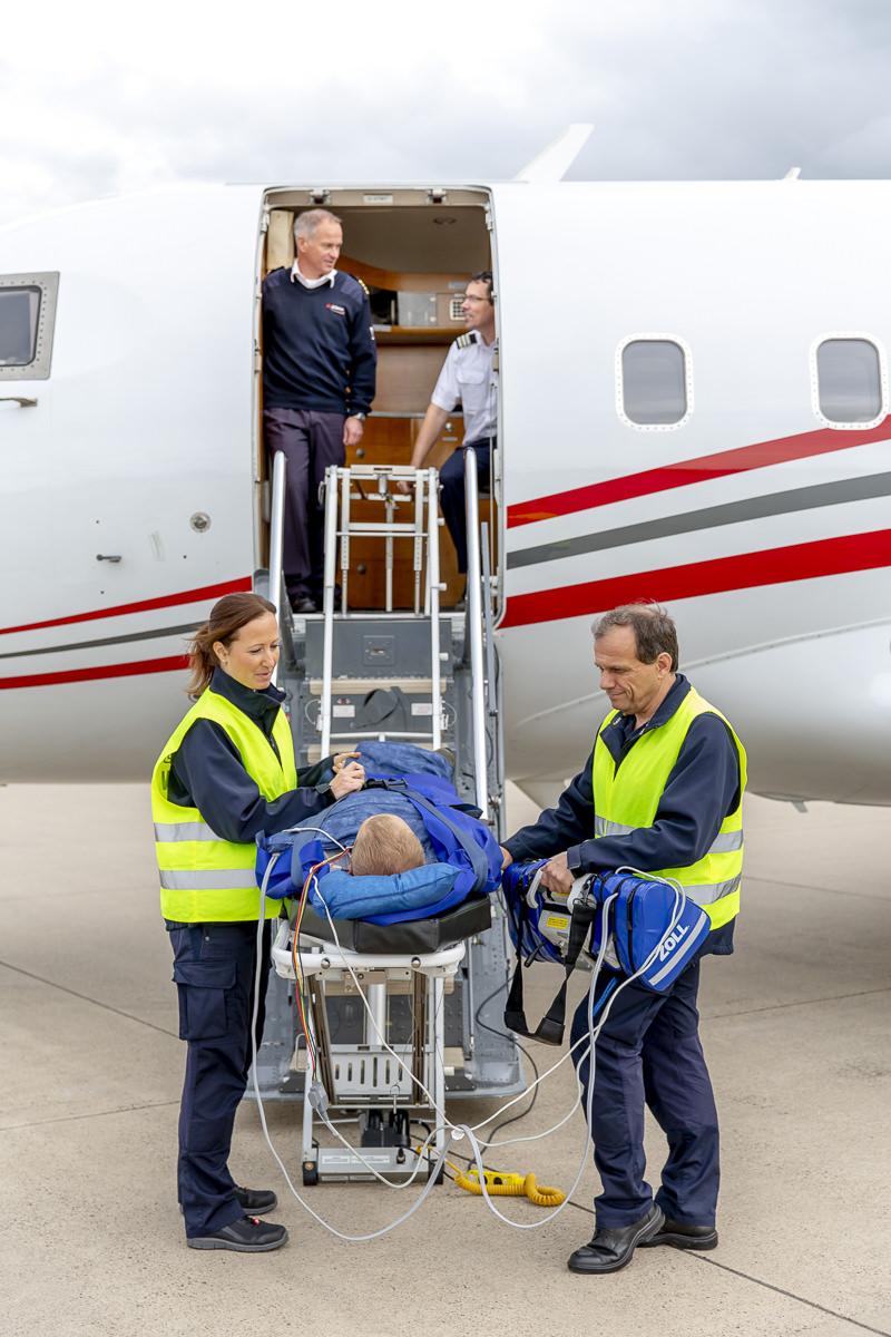 Corporate Foto der Crew von der Air Alliance Medflight GmbH während eines medizinischen Transports | fotografiert von Hanna Witte