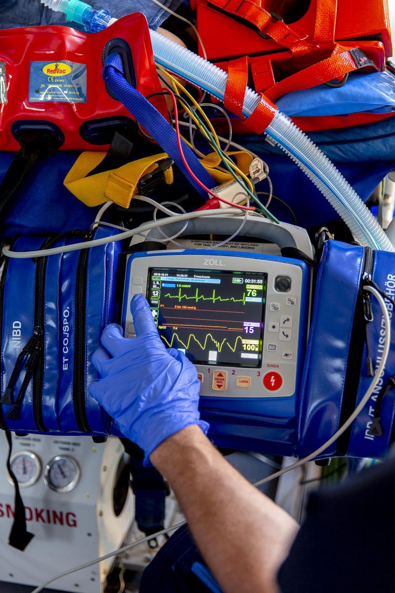 Corporate Foto der medizinischen Geräte in einem Ambulanzflugzeug der Firma Air Alliance Medflight GmbH | fotografiert von Hanna Witte