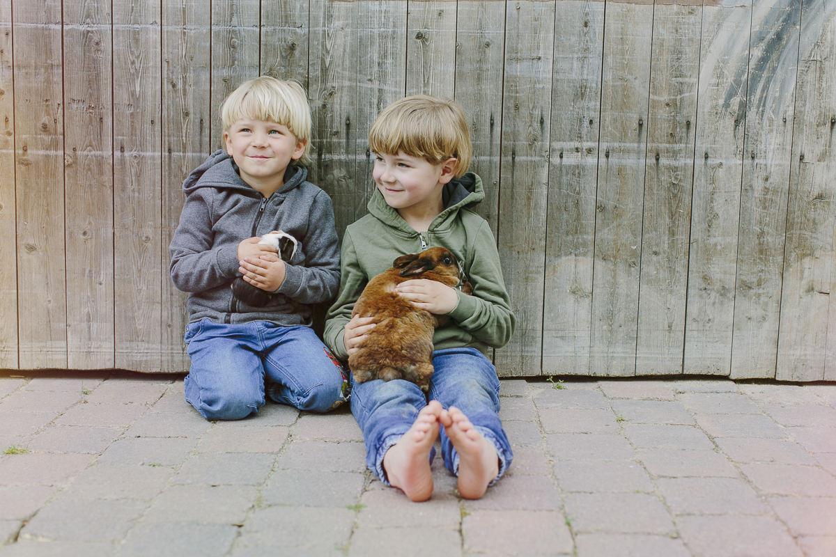 Kinderhotel Fotografie mit Kindern und Tieren des Ottonenhofs im Sauerland | Foto: Hanna Witte