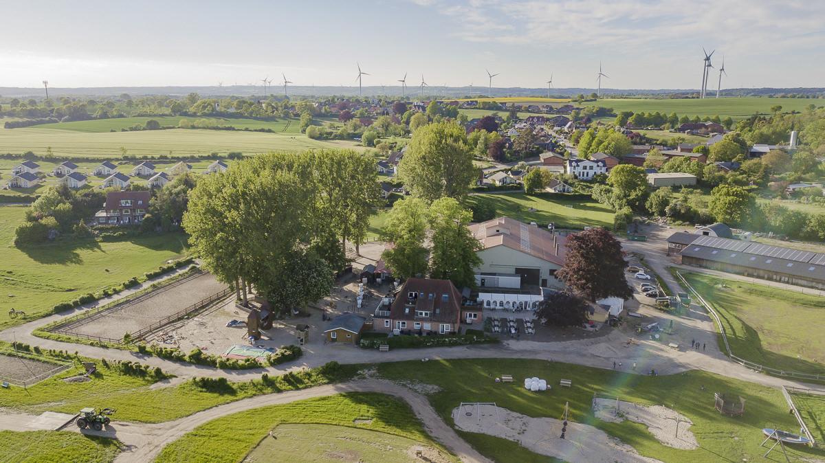 Drohnenfoto vom Familienhotel Bauer Martin an der Ostsee