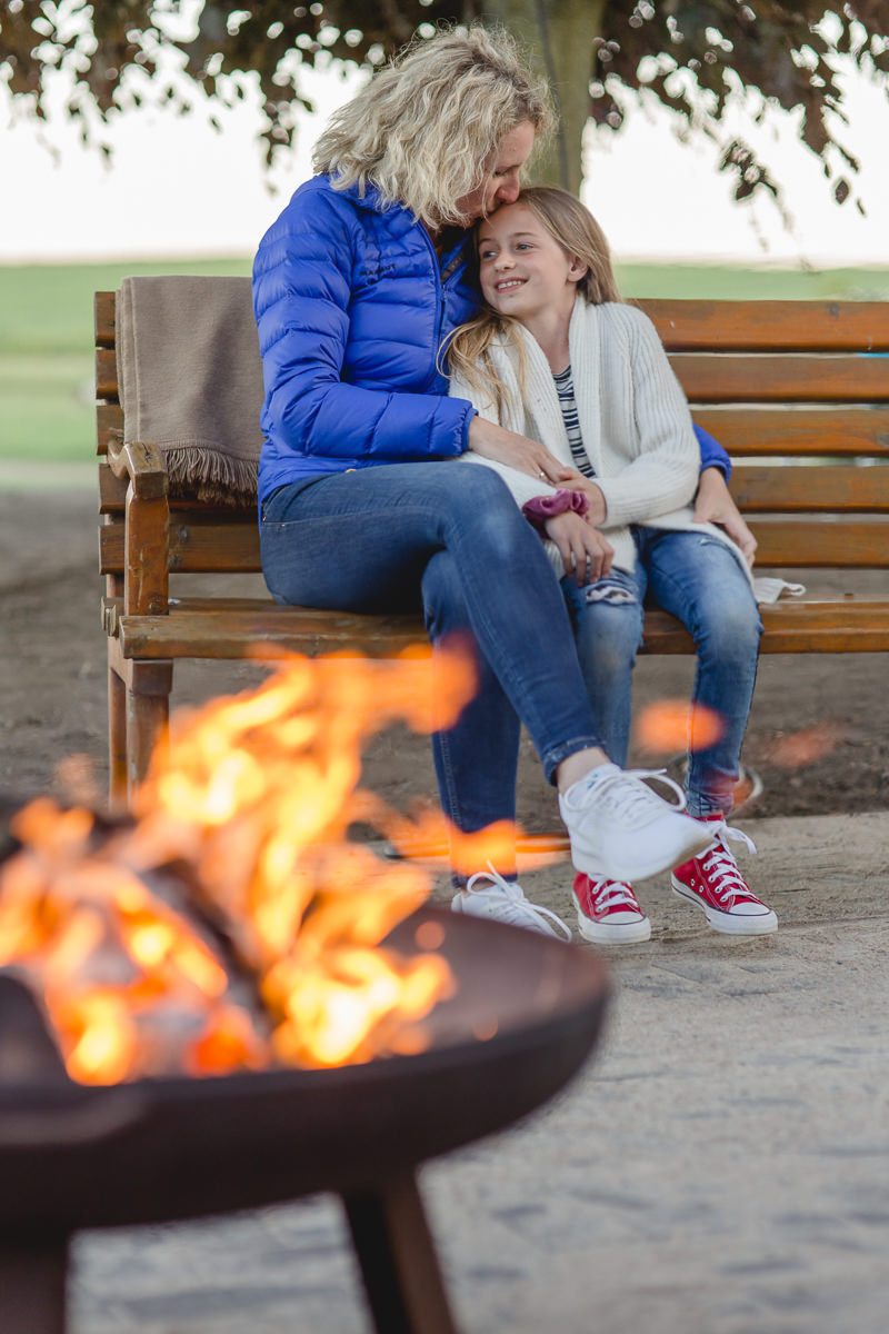Fotos vom gemütlichen Lagerfeuer einer Familie im Familienhotel Bauer Martin | Foto: Hanna Witte