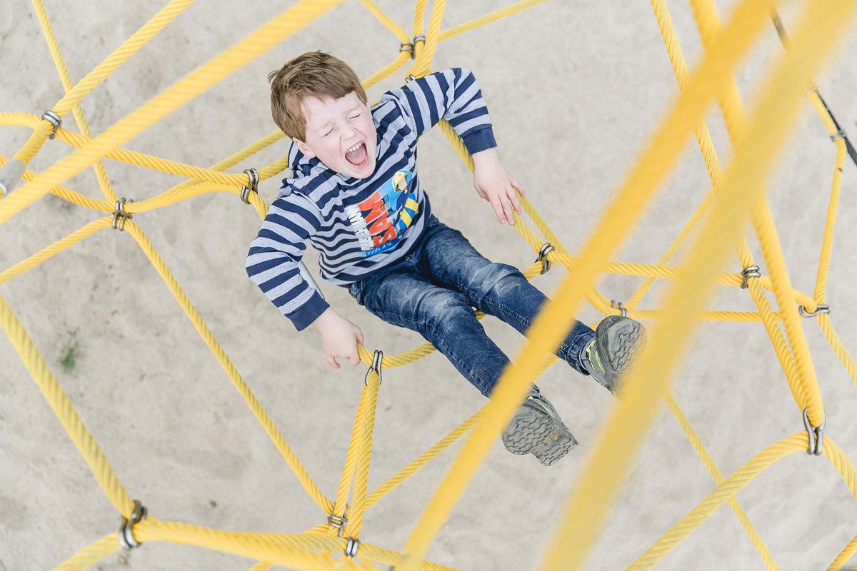 Foto von einem Kind beim Spielen auf dem Spielplatz des Familienhotels Bauer Martin | Foto: Hanna Witte