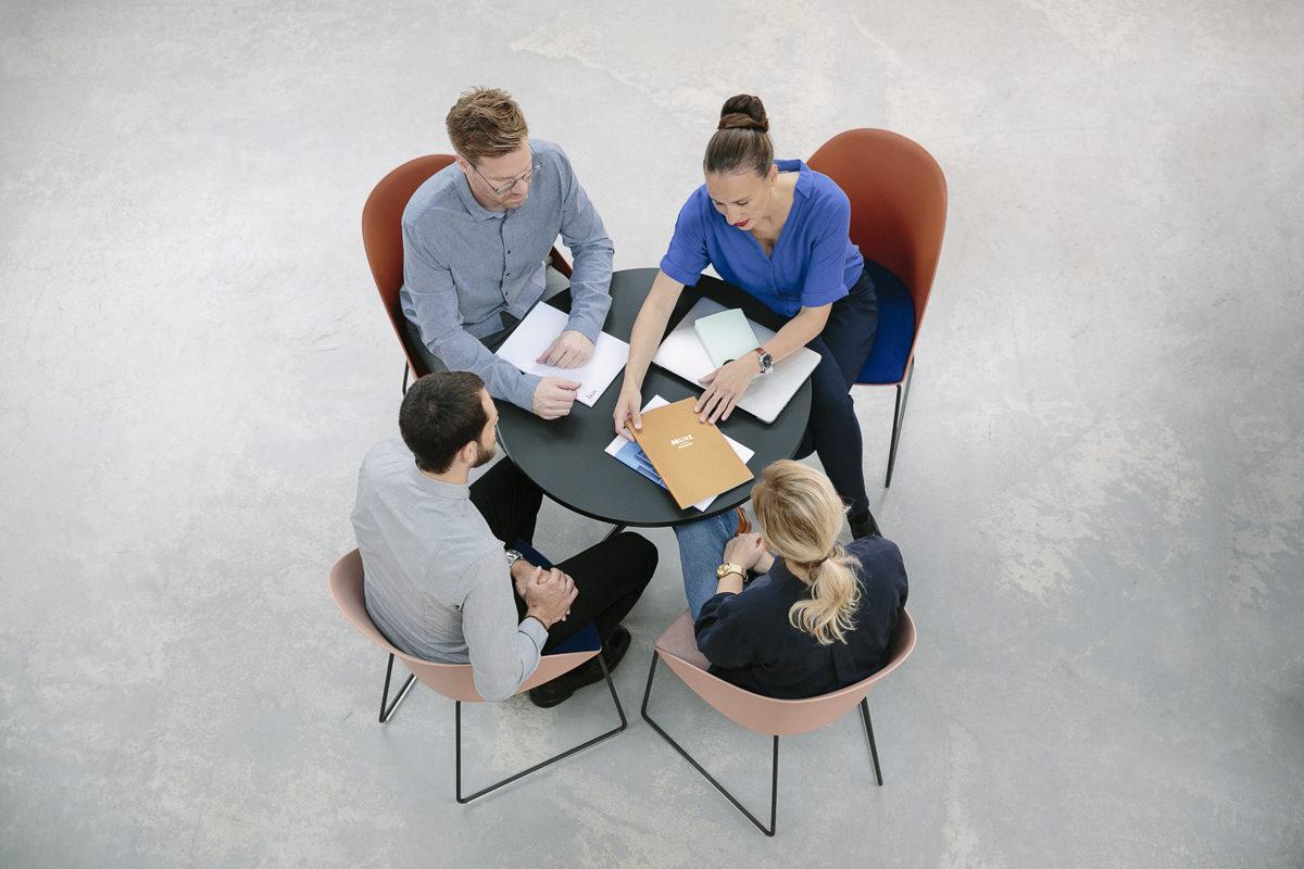 Corporate Foto der Inhaber und Mitarbeiter der Design Agentur vrej bei der Arbeit | Foto: Hanna Witte