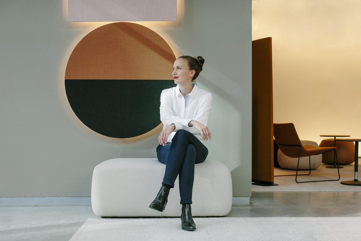 stylisches Corporate Portraitfoto der Inhaberin einer Design Agentur | Foto: Hanna Witte, Köln