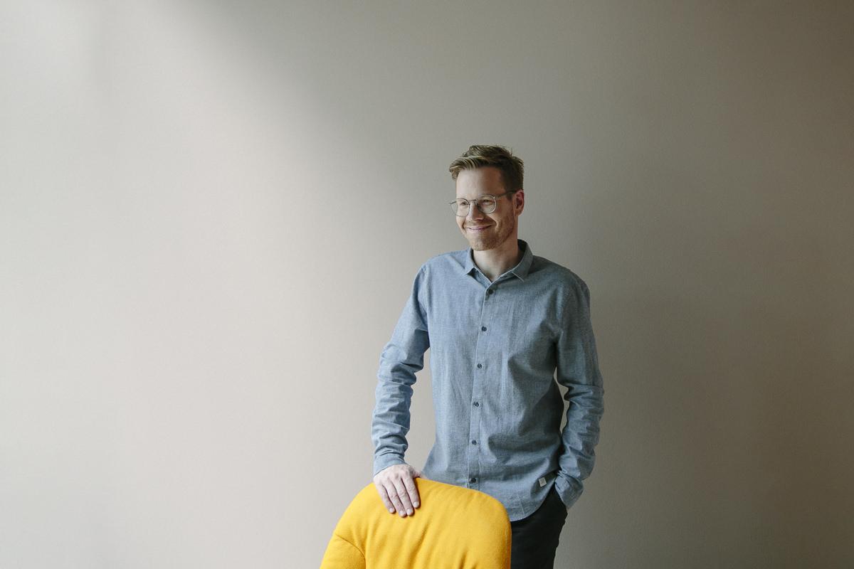 modernes Corporate Portraitfoto des Inhabers einer Design Agentur | Foto: Hanna Witte, Köln