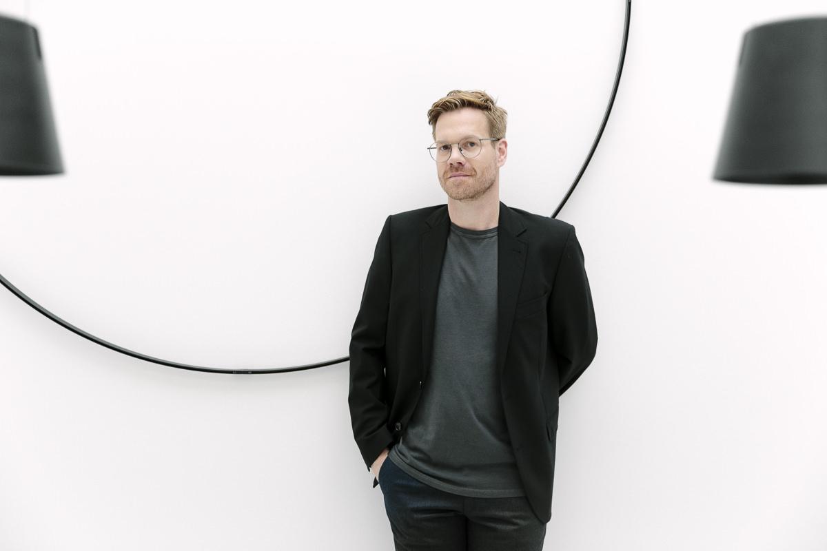 stylisches Corporate Portraitfoto des Inhabers einer Design Agentur | Foto: Hanna Witte, Köln