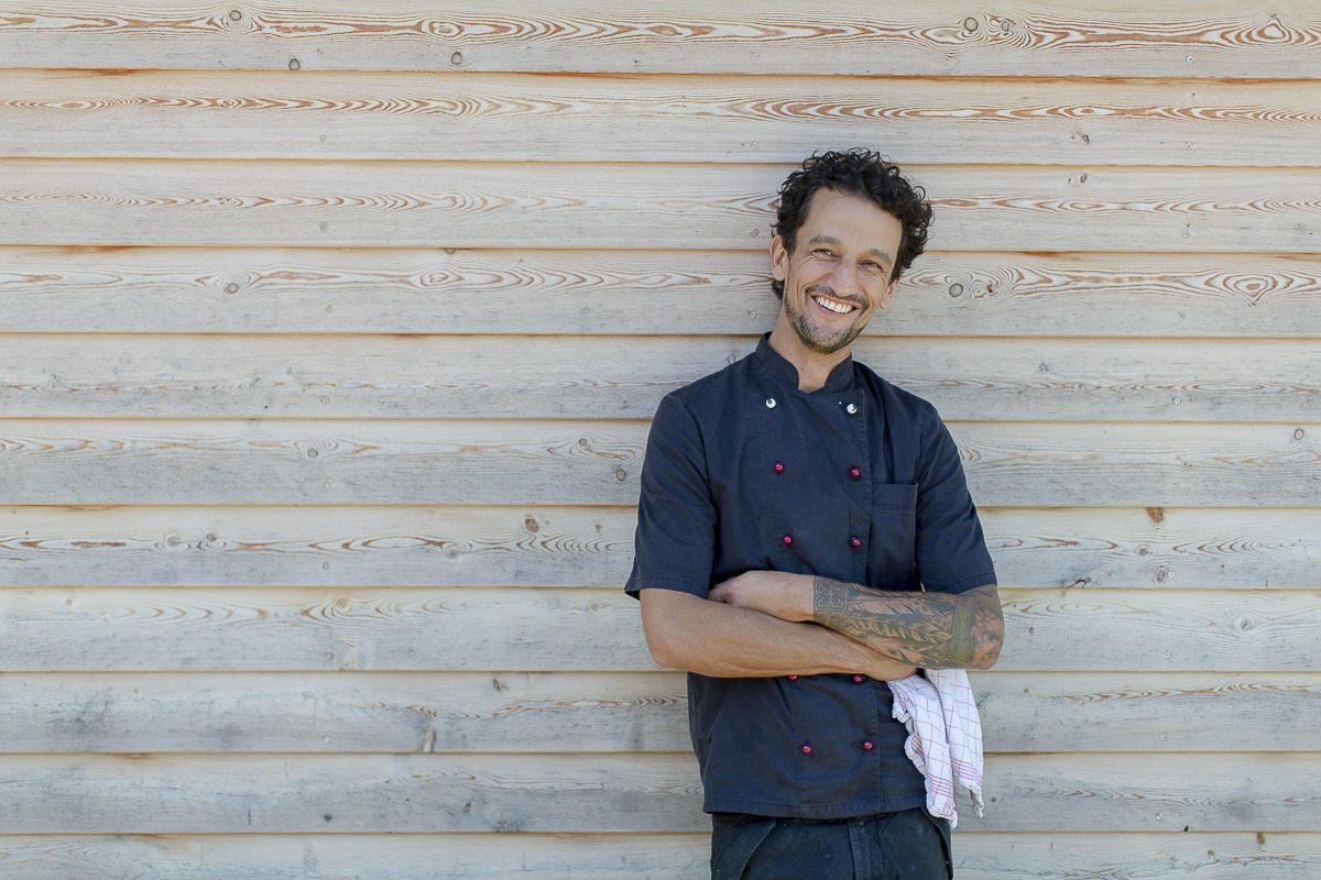 Portraitfoto von Küchenchef David des Naturhofs Stillachtal | Foto: Hanna Witte