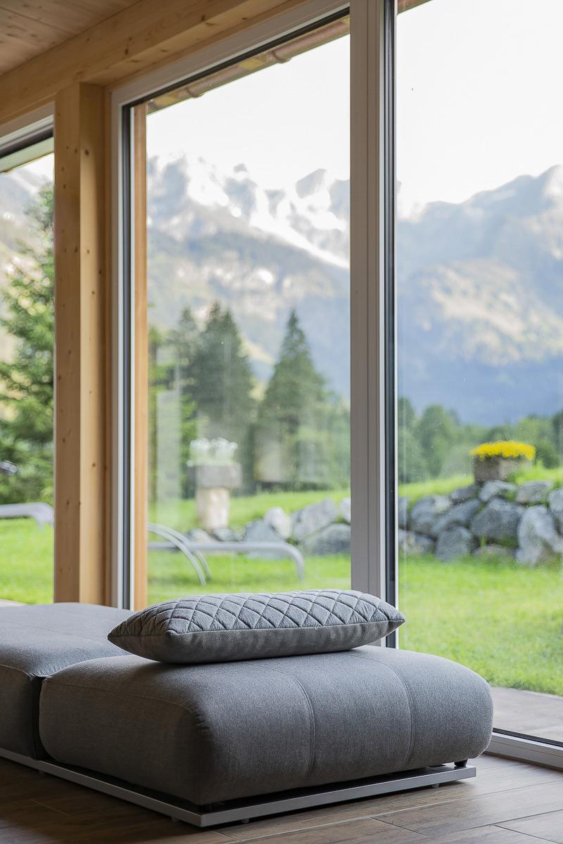 Saunabereich mit Panoramablick im Biohotel Stillachtal | Foto: Hanna Witte