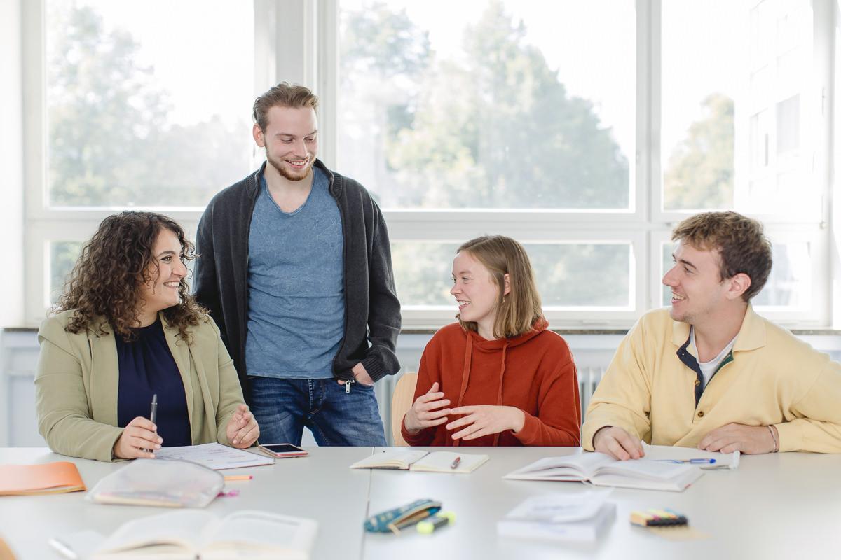 Soziologie Studenten der Uni Tübingen im Gespräch | Foto: Hanna Witte