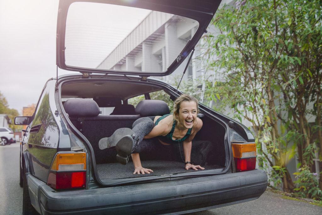 Lustiges Yogafoto von Yoga Lehrerin Karla Stanek | Foto: Hanna Witte