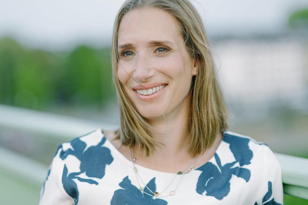 natürliches Portraitfoto der Ärztin Dr. Pirkko Schuppan | Foto: Hanna Witte