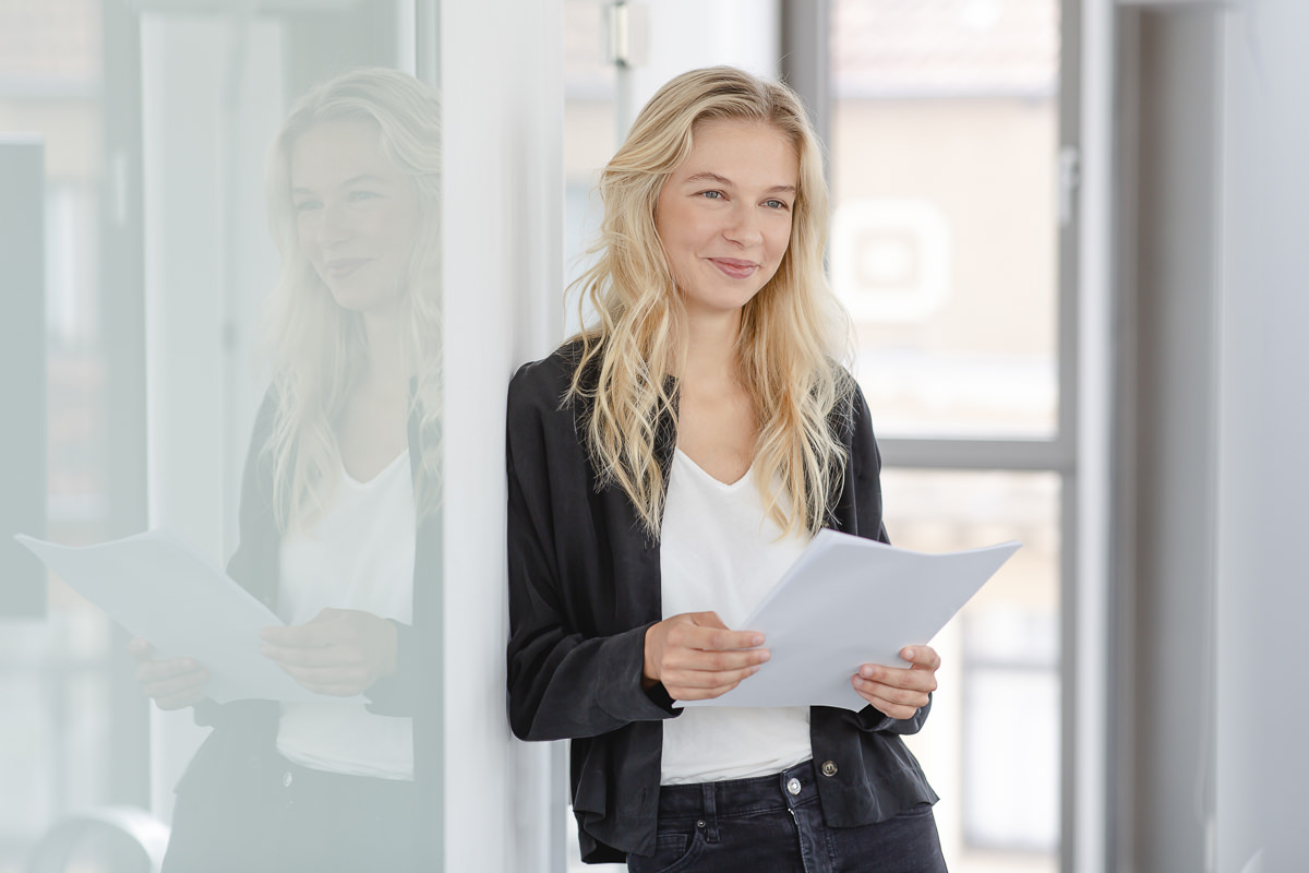 Portrait einer jungen Mitarbeiterin der Venture Capital-Fonds Firma coparion | Foto: Hanna Witte