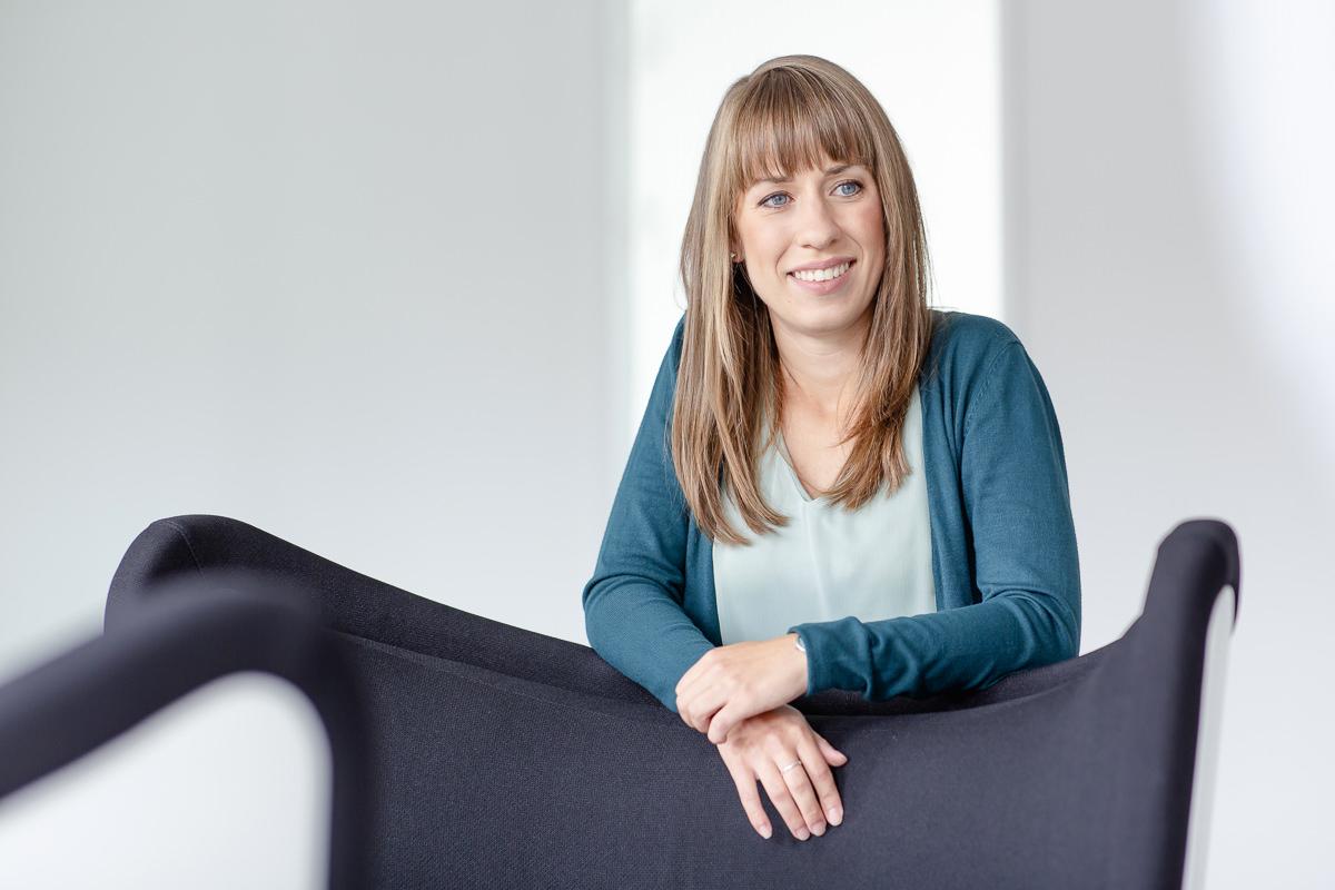 Mitarbeiterportrait einer jungen Angestellten der Kölner Firma coparion | Foto: Hanna Witte