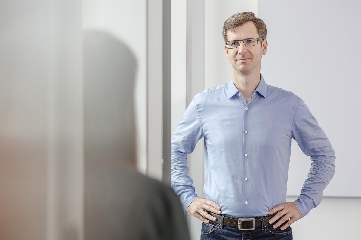 Authentisches Mitarbeiterportrait eines Angestellten der Firma coparion in Köln | Foto: Hanna Witte