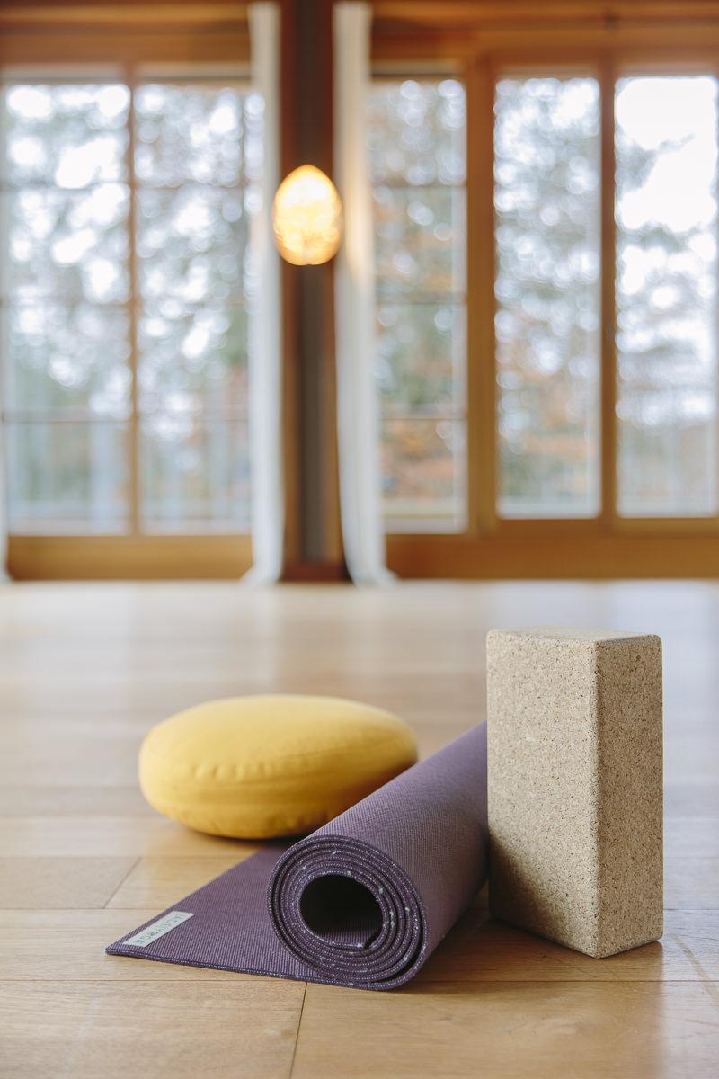 Yoga Accessoires im Yoga Center von Schloss Elmau   Foto: Hanna Witte