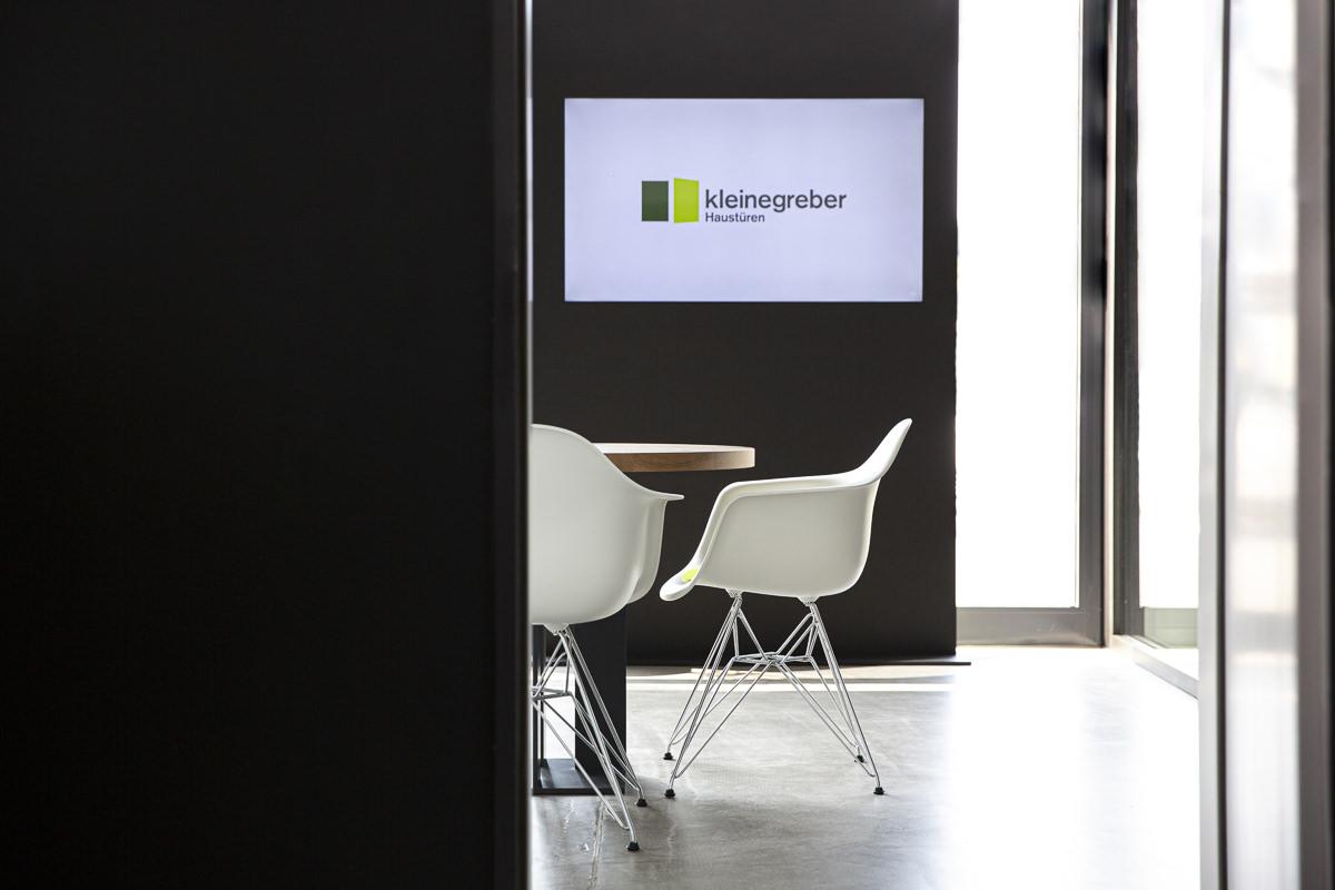Stühle im Showroom der Firma Kleinegreber Haustüren | Corporate Foto: Hanna Witte