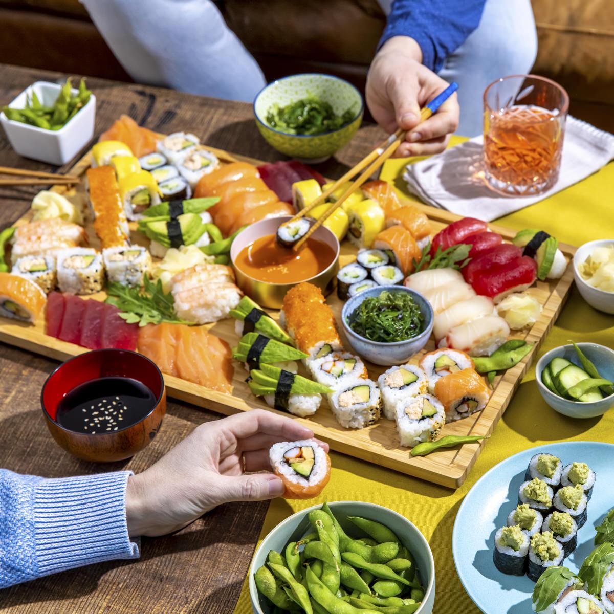 bunte und abwechslungsreiche Sushi Platte von EatHappy für Social Media Content Fotografie | Foto: Hanna Witte