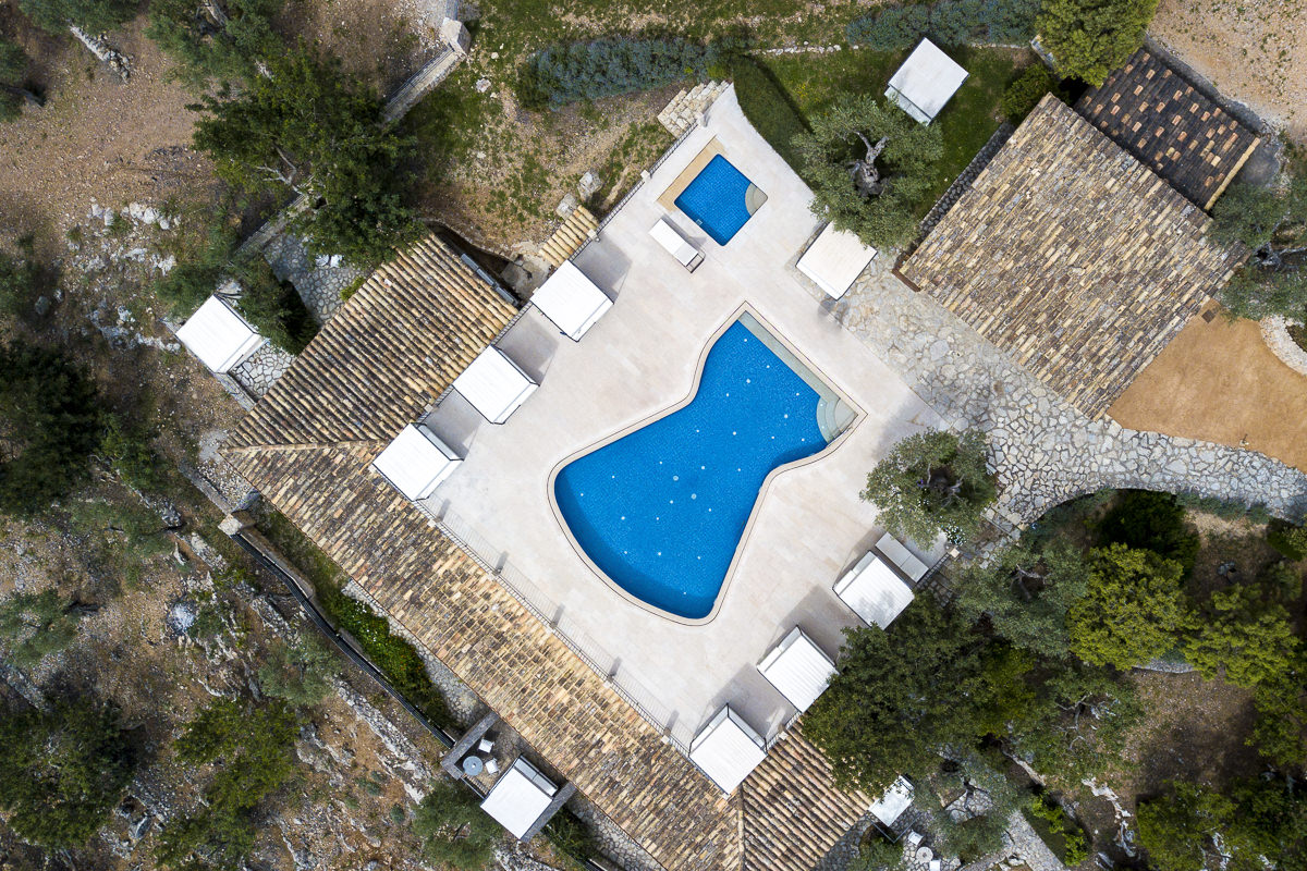 Hotelfotografie Mallorca: Drohnenaufnahme der Albellons Finca mit Pool | Foto: Hanna Witte