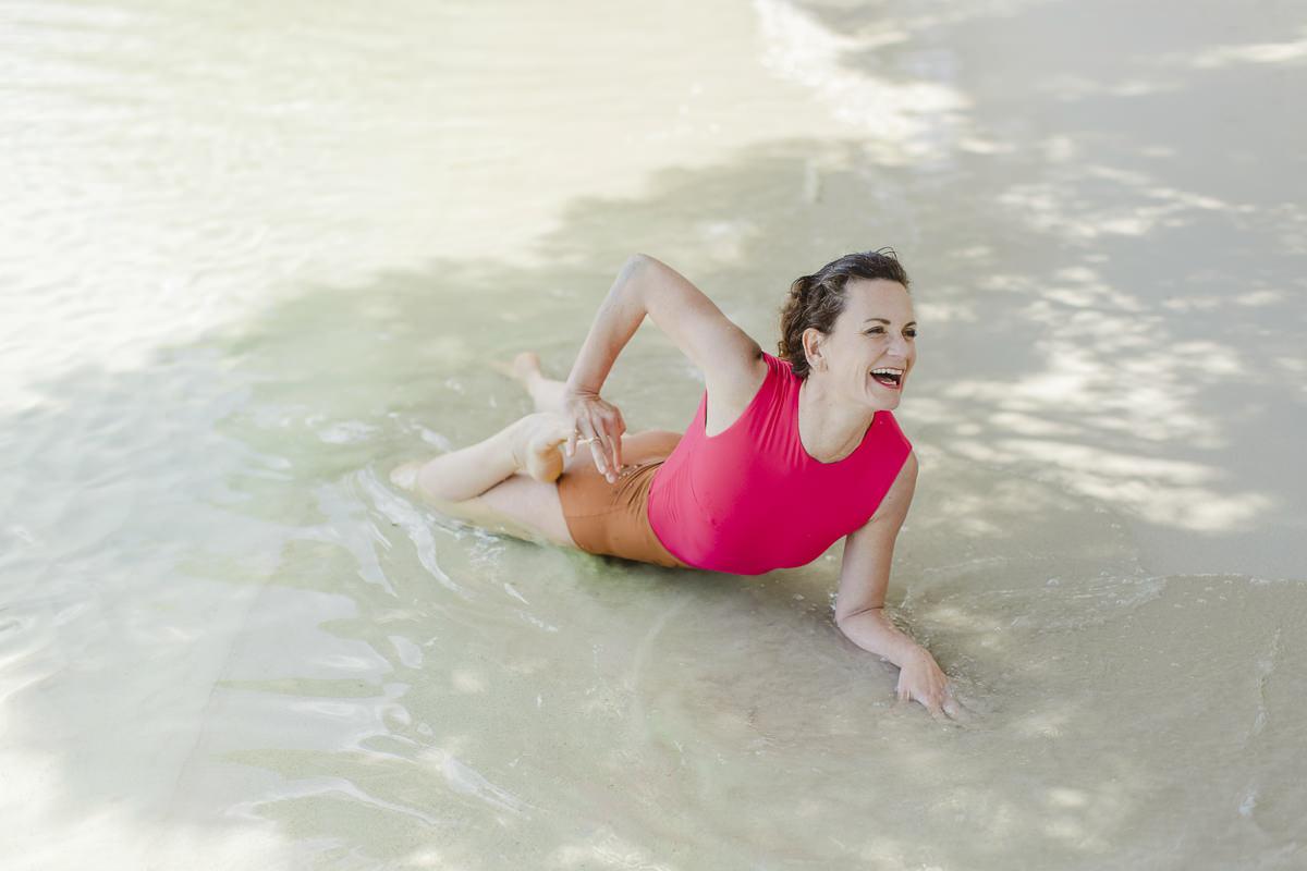 Yoga Übung im Meer von Mallorca   Foto: Hanna Witte