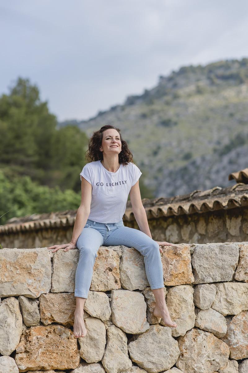 natürliches Portraitbild von Yoga Coach Nicole Bongartz   Foto: Hanna Witte