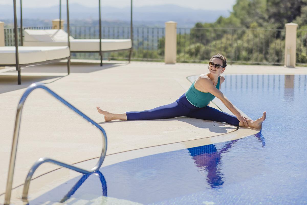 Yoga Asana am Pool einer Finca auf Mallorca   Foto: Hanna Witte