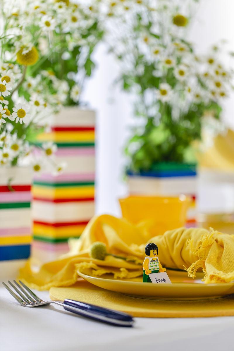 bunt gedeckter Kindertisch für einen Geburtstag oder eine Hochzeit | Foto: Hanna Witte