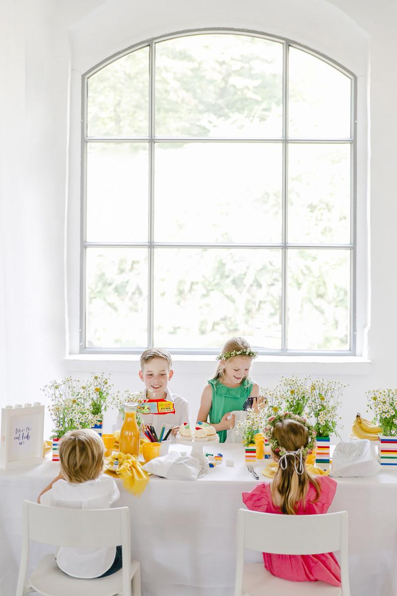 Kinder freuen sich über ihre Gastgeschenkebeutel bei einem Geburtstag | Foto: Hanna Witte