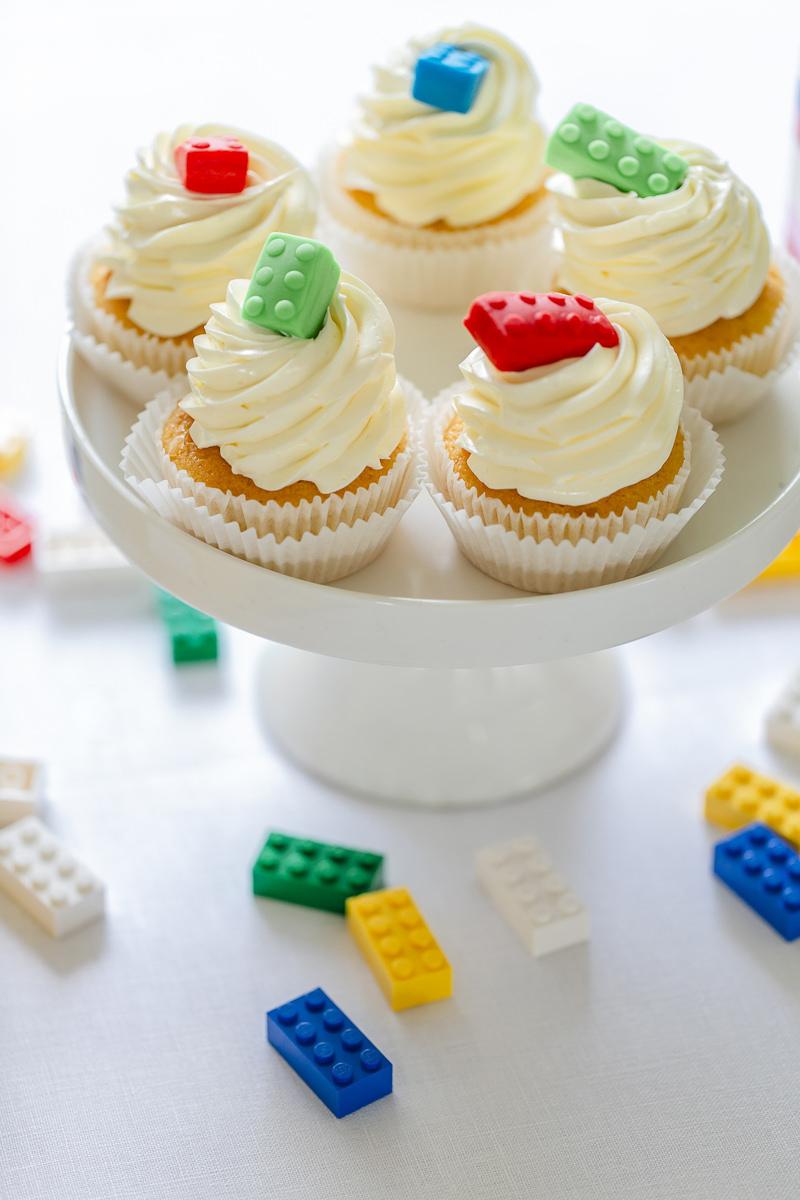 Cupcakes für Kinder mit Legoverzierung | Foto: Hanna Witte